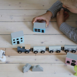holzspielzeug-eisenbahn-set-jabadabadu