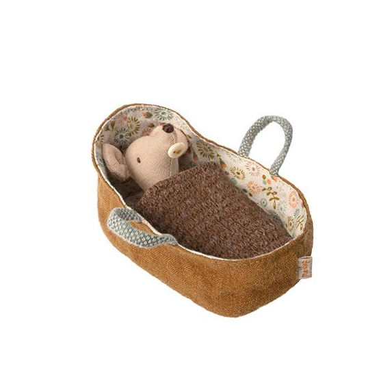 baby-mouse-in-carrycot-maileg