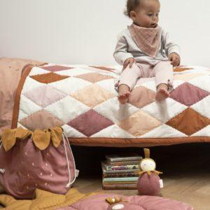 Blanket-Diamond-RoseMix-StorageBagSmall-Strawberry-QuiltedBlanket-Strawberry_580x@2x